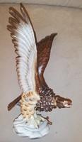 Gyönyörűen megfestett nagy méretű herendi turul madár kicsi hibával
