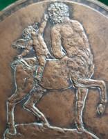 Pató Róza: Szerelmes Kentaur, 2004, bronz dombormű, relief, 161 mm