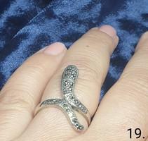 Izgalmas kígyó mintás gyűrü