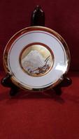 Fuji kontúrjával díszített porcelán tányér