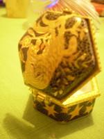 Porcelán festett aranyozott ékszertartó fekete/arany 5x3 cm. hibátlan