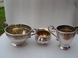 Az aukció tárgy 3 db antik  luxus és minőségi kínáló  jelzett és 2 db mesterjeggyel ellátott