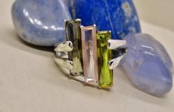 Gyönyörű kézműves  ezüst gyűrű kőhasábokkal