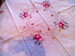 Szépséges rózsás toledos teritő, asztalközép