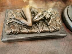 Fekvő női akt -  bronz szobor műalkotás