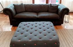 Chesterfield kanapé ottomannal