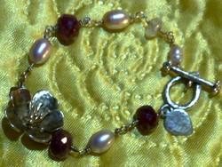 Antik természetes rubin drágaköves arany ezüst igazgyöngy cseresznye virág és rózsakvarc karkötő