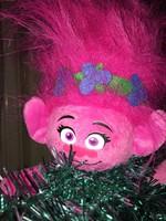 Zenélő karácsonyfa Troll figurával és trollos gömbökkel