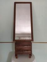 Antik tükrös fésülködő kétfiókos éjjeli szekrény komód fazettázott fakeretes egész alakos tükör