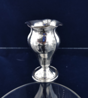 Gyönyörű ezüst váza