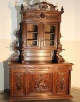 Frisse felújított,antik reneszánsz stílusú dúsan faragott vadászjelenetes tálalószekrény!