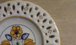 Habán motívumos kerámia tál, tányér falitál, kézműves munka, közepes méretű