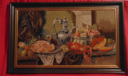 Csendélet homárral - nagy méretű (72 x 113 cm) gobelin kép vastag keretben /60-70-es évek/