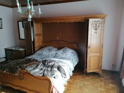 Antik neobarokk ágy és áthidalós szekrény H1