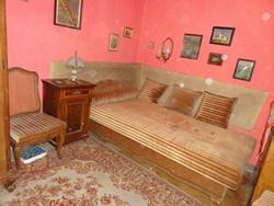 Neobarokk ágyneműtartós heverő, kanapé, ágy 214x105x45 cm AJÁNDÉK párnákkal