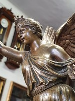 NIKÉ szárnyas győzelemistennő bronz szobra márvány talapzaton