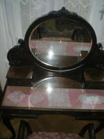 Antik fésülködő asztal