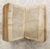 Latin nyelvű könyv
