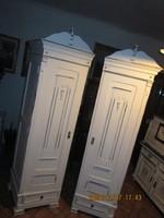 Két  sarok  szekrény