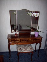 Csodaszép, kecses elegáns neobarokk intarziás fésülködőasztal