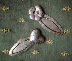 Vintage hajcsat (ruhadísz) szív/virág motívummal