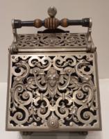 Neoreneszánsz széntartó láda kandallóhoz Parázsfogó tálcával