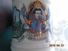 Kézzel festett a híres NEUSCHWANSTEIN kastély építője II Lajos Bajor király söröskorsó