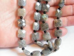 Fazettált csiszolású Labradorit nyaklánc ezüst kapoccsal