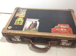 Filmes kellék. Utipoggyász (kabin táska) a 20-as, 30-as évekből.