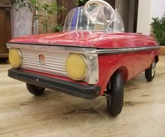 Moszkvics pedálos játék autó