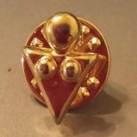 Szűz csillagjegyet ábrázoló aranyozott Ballou Reg'D vintage kitűző - egyedi ajándék!