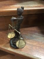 Justitia bronz szobor, 23 cm-es magasságú