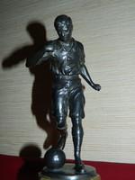 Antik futballista focista szobor kő talapzaton