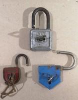 3 db régi lakat kulcsokkal