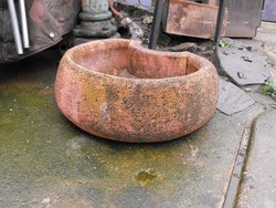 Rusztikus Nagy 70cm kő műkő kút kifolyó vagy Ló itató vályú madár itató vagy virágtartó tál nak