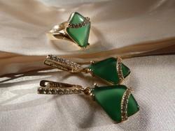 Smaragd köves 56-os ezüst gyűrű és ezüst fülbevalók. Kézműves ékszer szett.