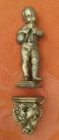 Különleges ritkaság puttó szobor,angyalka zenél konzolon!Bàjos gyönyörű kedves antik keràmia!