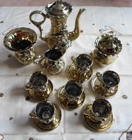 Retro román porcelán kávéskészlet: aranyszínű csészék alátéttel, kiöntő, kávéskanna, váza