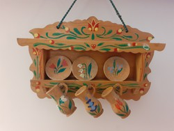 Régi játék népi korsótartó fali polc festett mini fajáték fa tányértartó bababútor