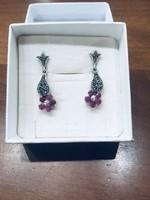 Ezüst fülbevaló markazit és rubin kövekkel