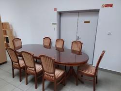 Kinyitható étkezőasztal 8 székkel