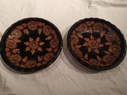 Régi nagyobb sötét mázas népi kerámia fali tányér tál párban