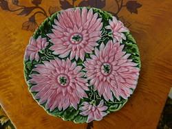 Schütz Cilli fajansz tortatál 6 tányérjával, őszirózsás, talpas kínáló, szecessziós
