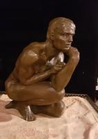 Lenyűgöző férfi szobor