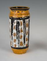 Gorka Lívia - Sárga váza
