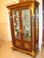 Antik vitrin réz díszítéssel jó állapotban eladó