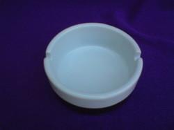 Kézzel készült porcelán hamutál
