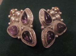Egzotikus 3 ametiszttel ékített ezüst, egy helyen aranyozott fülbevaló eladó