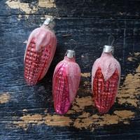 Régi festett, foncsorozott kukorica formájú karácsonyfadísz