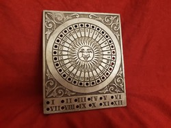 Örök és asztrológiai naptár szép részletgazdag fém